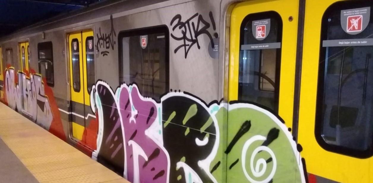 Subte vandalizado